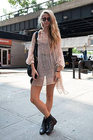 Chelsea boots+street style+dress+fashion+trends.jpg