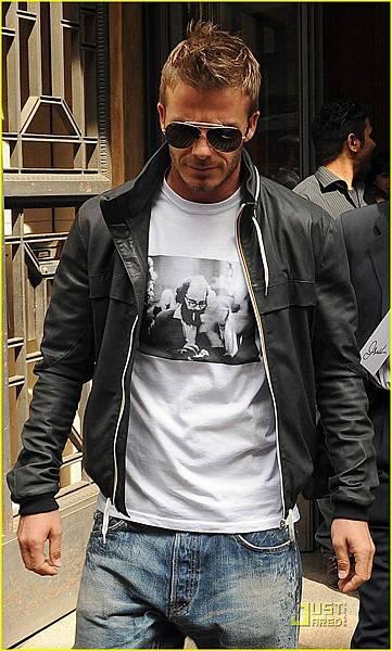 hot guy 11.jpg