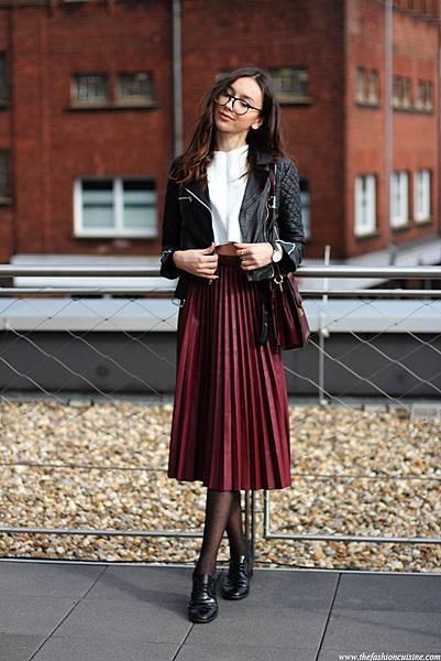 black-biker-lether-jacket-burgundy-pleated-skirt-zara-brogues.jpg