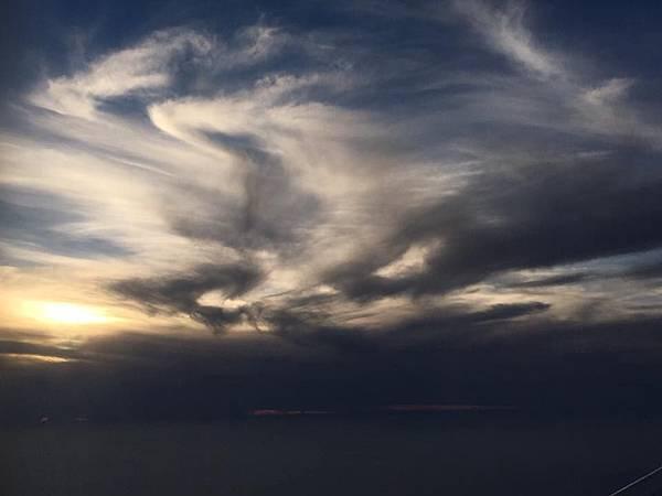 飛機上的雲.jpg