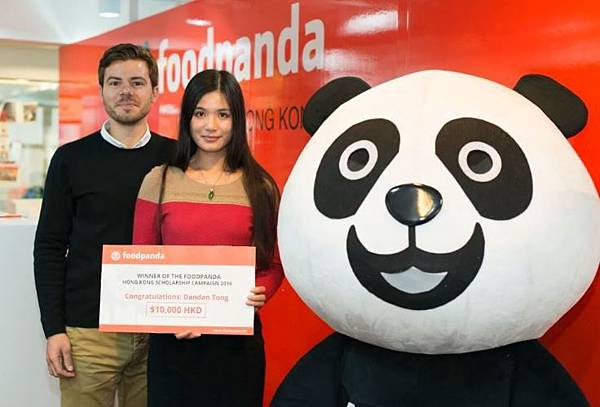 Alex-Roth-and-the-Winner-of-the-foodpanda-Scholarship(1).jpg