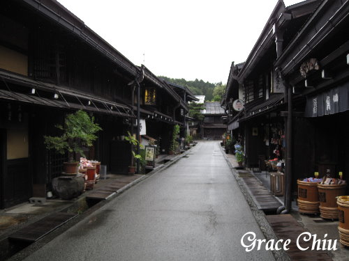 下著雨的老街也別有一番風味
