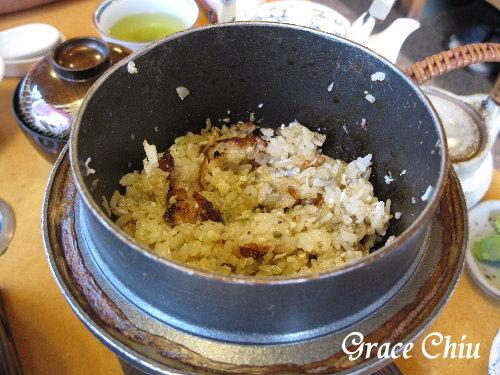這鍋釜飯也是集精華於裡面,飯炊熟後,把蟹肉跟蟹膏放進去拌勻,又是一道耐人尋味的終極料理