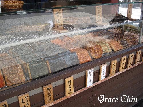 京都伏見稻荷大寺外賣仙貝的店家