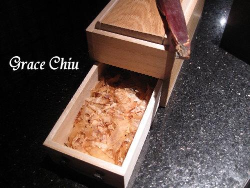 現刨柴魚~囍聚精緻鍋物
