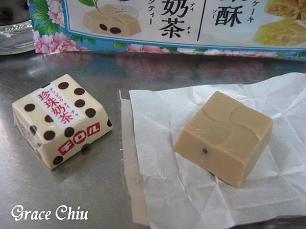 チロルチョコ台湾甜品 台湾スイーツ 珍珠奶茶(タピオカミルクティー)と鳳梨酥(パイナップルケーキ) 滋露台灣甜品風味巧克力 珍珠奶茶巧克力 鳳梨酥巧克力