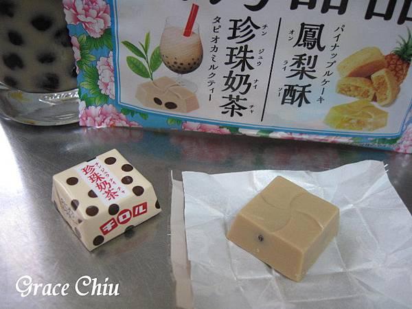 珍珠奶茶 チロルチョコ台湾甜品 台湾スイーツ 珍珠奶茶(タピオカミルクティー)と鳳梨酥(パイナップルケーキ) 滋露台灣甜品風味巧克力 珍珠奶茶巧克力 鳳梨酥巧克力