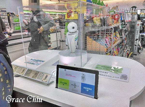Robo小小店長 全家科技概念店 重慶南路 科技商務