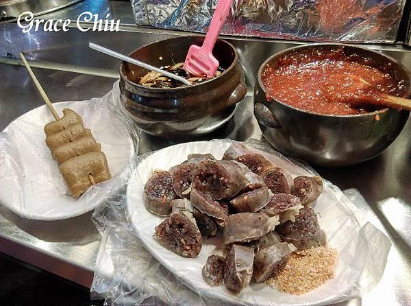 魚板(어묵)  血腸(손대) 韓國街頭小吃