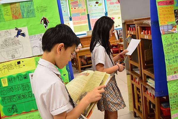 孩子們獨立研究並發表成果。