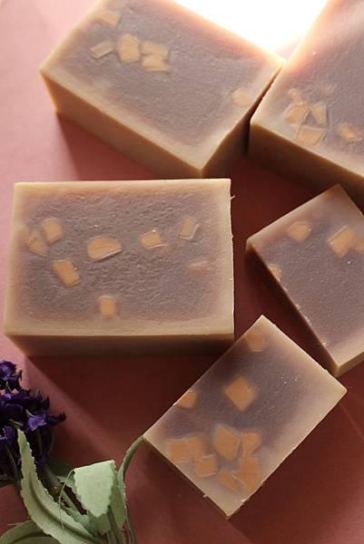 2014.08.28紫草蘆薈修護皂
