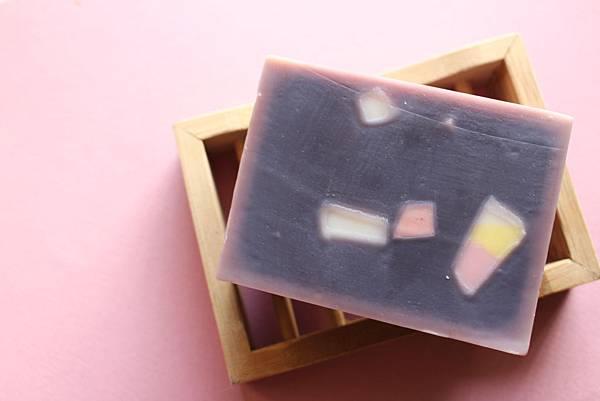 2015.04.08紫草蘆薈修護皂