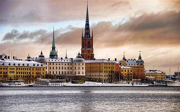 City_snow-Stockholm_Sweden_landscape_photography_HD_wallpaper_medium.jpg