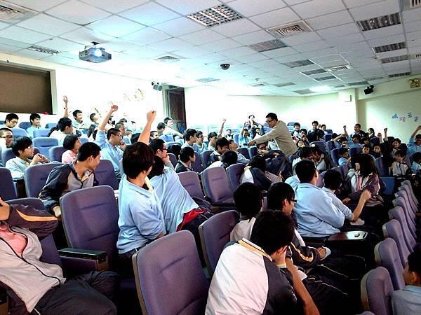 校園宣傳學生熱烈參與