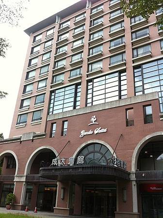【住】台南★東區。成大會館★乾淨舒適寬敞的住宿選擇,附近還有勝利早點、波哥創意茶飲喔!