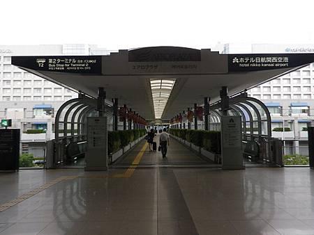 【遊】日本★關西國際空港。關西機場。樂桃航空登機報到流程。第二航廈介紹★第二航廈有哪些商店,伴手禮該怎麼買