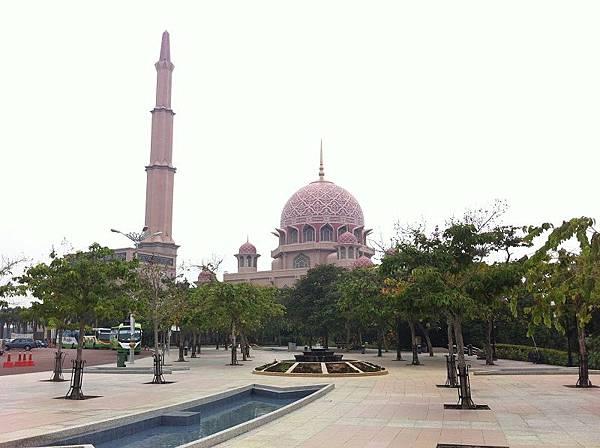 【遊】馬來西亞吉隆坡★Masjid Putra(Putra Mosque)布特拉回教堂★玫瑰清真寺、水上清真寺、粉紅清真寺都是它啦!!