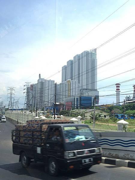 【樂】印尼雅加達★Bay Walk City Mall★填土造地的一區,臨海港吹海風的MALL