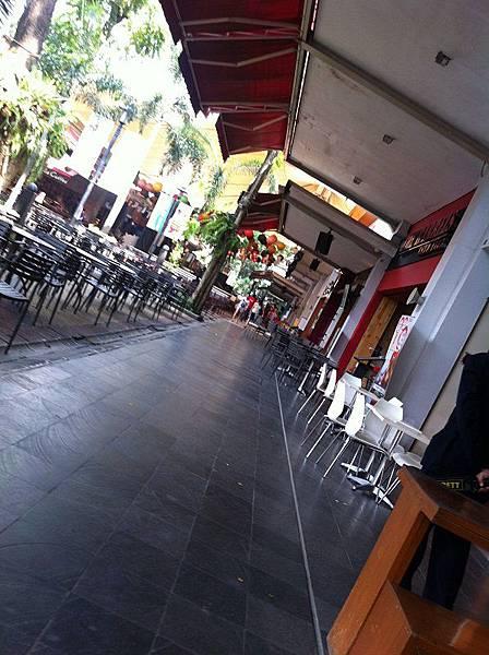 【食】印尼雅加達★麵A Paw noodle house★小麵攤,室外座位無空調