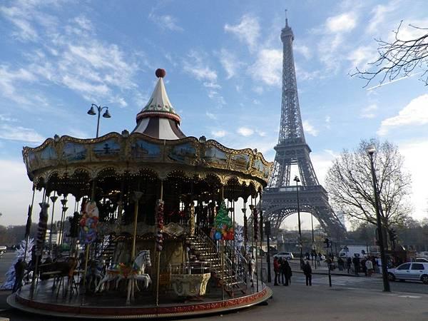 旋轉木馬與艾菲爾鐵塔(Tour Eiffel)