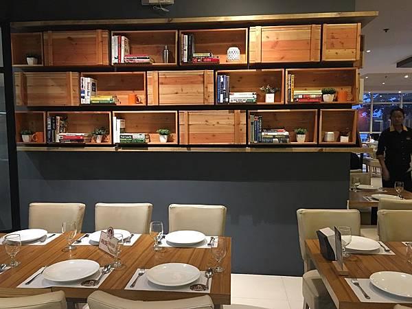 【食】菲律賓宿霧★KUYA J 餐廳。菲律賓料理。蒜頭飯。Sizzling Sisig鐵板絞肉。烤雞★一日行程。自助旅行