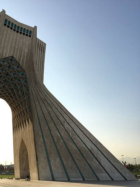 【遊】伊朗德黑蘭★阿扎迪塔AZADI TOWER★Iran。Tehran。伊朗自由行。德黑蘭景點