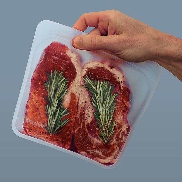 DSC01616-stasher-bag-in-hand-2-steaks_1.jpg