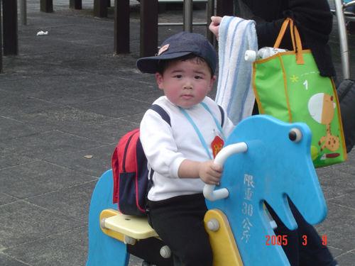 [大安公園94.03.10] ...媽咪覺得很可愛的小哥哥
