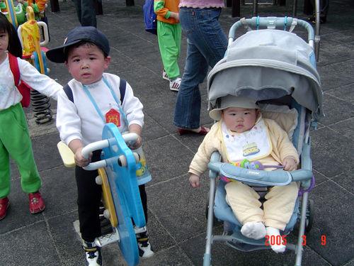 [大安公園94.03.10] ...媽咪硬是把我跟憨憨小哥哥