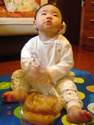 擁有一大袋麵包