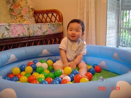 客廳,新玩具泳池裡遊戲