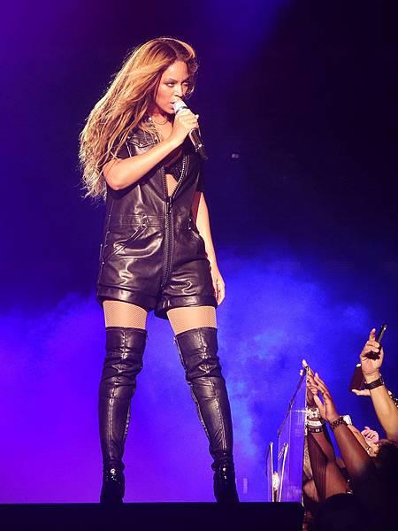 Beyonce-en-Givenchy-by-Riccardo-Tisci_exact780x1040_p