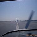 11-0917-01-跟在中型飛機後滑行.JPG