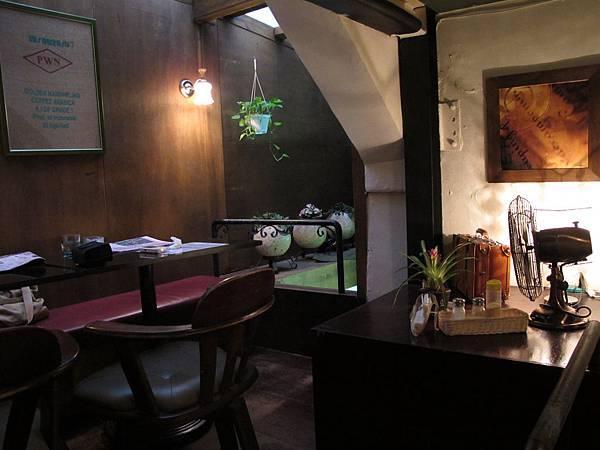 12-0227-米蘭多咖啡館07