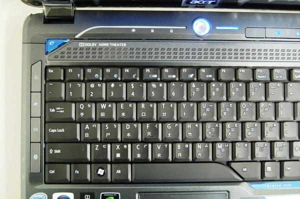 可以看出acer還滿注重鍵盤周圍的稜角2(小心卡灰塵).jpg