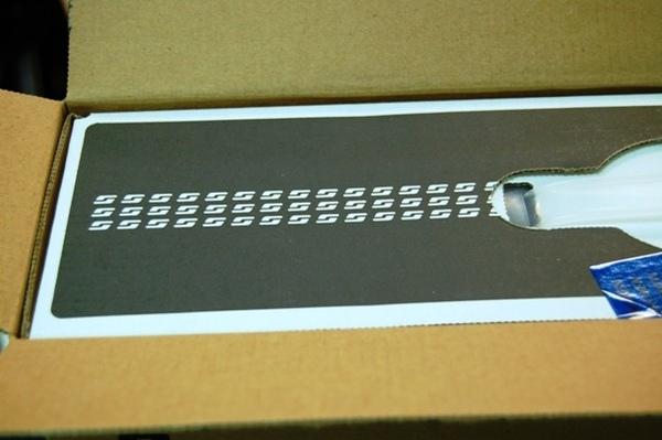 箱的一側,沒有被動過手腳的樣子.jpg