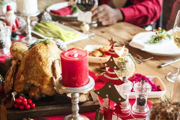 【圖片提供:美商賀寶芙 Herbalife】年夜飯、拜年、親友聚餐的菜餚多屬於高鹽、高油、高糖的食物,因此,更需要攝取足量蔬果、維持規律運動、每天吃健康早餐,讓營養攝取更均衡。.jpg