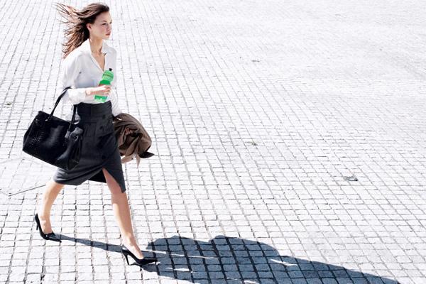賀寶芙關節保養調查(上)七成五國人走路上樓有點卡