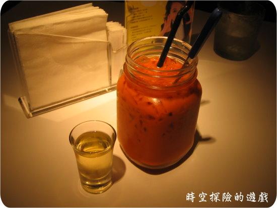 瓦城泰國料理:泰國冰奶茶佐七葉蘭糖漿