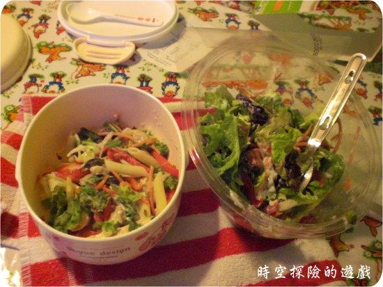 「雞肉生菜沙拉」與「沙拉醬炒雞肉」(冏)