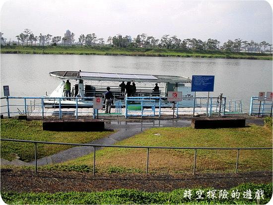 冬山河:太陽能電動水上巴士