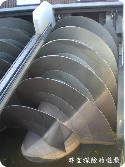 小孩堤防:巨大的螺旋金屬片
