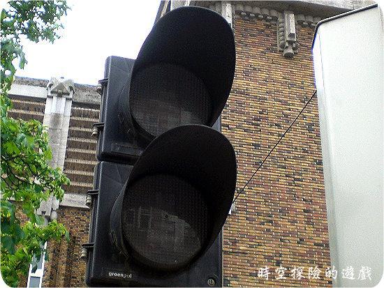 沒亮的Miffy兔行人紅綠燈
