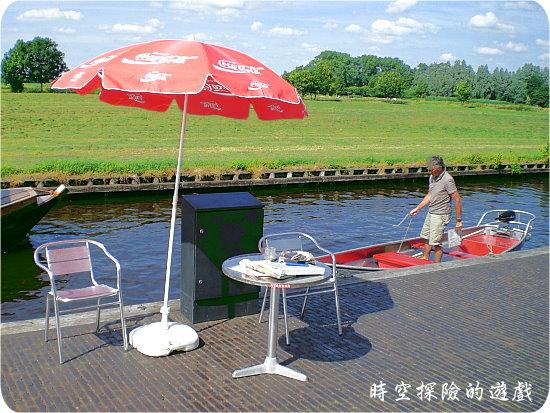羊角村:租了一艘小船(1小時10歐元)