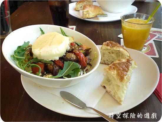Café DeRoeter餐廳的羊奶起司沙拉