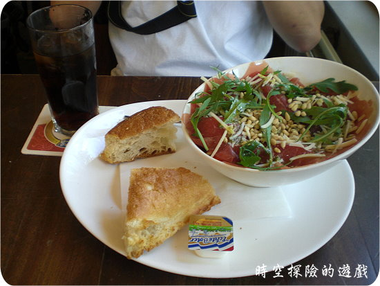 Café DeRoeter餐廳的生魚片沙拉