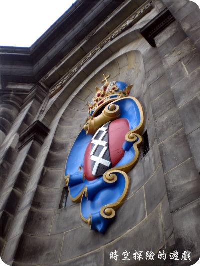 西教堂鐘塔上的市徽
