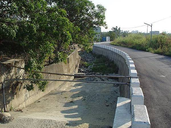 13橋3下游.JPG