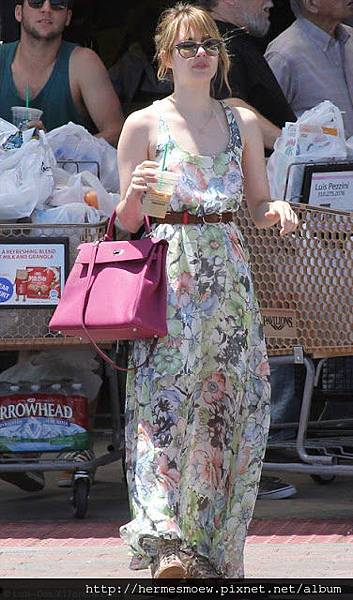 Hermes Kelly Emma Roberts.jpg