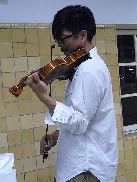 開場提琴手